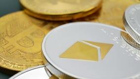 Monedas de Bitcoin, del ethereum y del litecoin metrajes