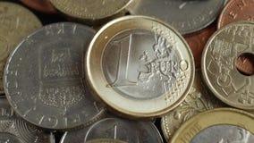 Monedas de diversos países almacen de video