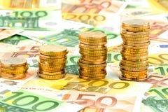 Monedas de la pila, curva de levantamiento Foto de archivo