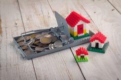 Monedas de la ratonera y concepto modelo de Finance de la casa Imagen de archivo libre de regalías