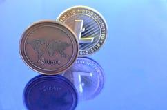 Monedas de Litecoin de la ondulación en fondo azul imagen de archivo libre de regalías