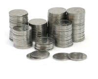 Monedas de los bolardos en el fondo blanco Foto de archivo