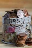 Monedas de los E.E.U.U. en caja del metal Imagen de archivo libre de regalías
