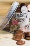 Monedas de los E.E.U.U. en caja del metal Fotos de archivo