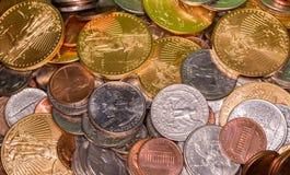 Monedas de los E.E.U.U. incluyendo un oro puro de la onza Imagen de archivo libre de regalías