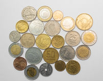 Monedas de los países diferentes en blanco Imagen de archivo libre de regalías