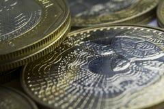 1000 monedas de los Pesos colombianos Macro de la composición de las monedas Fotografía de archivo libre de regalías