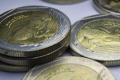 500 monedas de los Pesos colombianos Macro de la composición de las monedas Foto de archivo libre de regalías