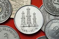 Monedas de los United Arab Emirates Torres de perforación de aceite fotografía de archivo libre de regalías