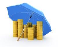 Monedas de oro bajo un paraguas Fotos de archivo libres de regalías