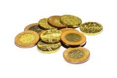 Monedas de oro checas en un fondo blanco Imagen de archivo libre de regalías