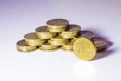 Monedas de oro checas en un fondo blanco Fotos de archivo libres de regalías