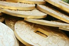 Monedas de oro chinas Imagenes de archivo