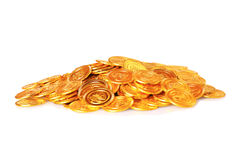 Monedas de oro de un euro, aisladas en blanco Imagen de archivo