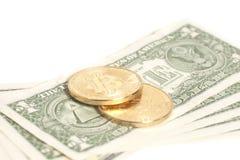 Monedas de oro del bitcoin en dólar Imagen de archivo libre de regalías