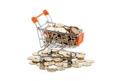 Monedas de oro en carro de compras Foto de archivo libre de regalías
