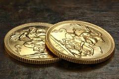 Monedas de oro soberanas británicas imagen de archivo