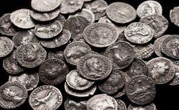 Monedas de plata auténticas de Roma antigua imágenes de archivo libres de regalías