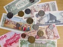 Monedas de todo el mundo imágenes de archivo libres de regalías