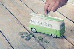 Monedas del ahorro en la furgoneta imágenes de archivo libres de regalías