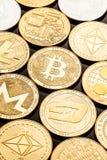 Monedas del cryptocurrency del oro foto de archivo libre de regalías