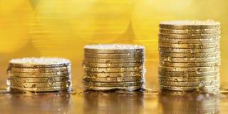 Monedas del dinero - concepto de los ahorros Foto de archivo libre de regalías