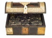 Monedas del dirham de los UAE en un trunk_front Imagen de archivo libre de regalías
