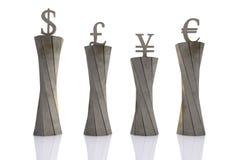 Monedas del mundo puestas en pedestales imagen de archivo libre de regalías