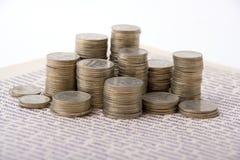 Monedas en columnas Fotografía de archivo libre de regalías