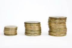 Monedas en fila Imágenes de archivo libres de regalías