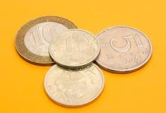 Monedas en fondo coloreado Imagen de archivo