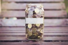 Monedas en la madera Imágenes de archivo libres de regalías
