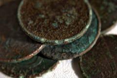 Monedas en la tabla fotografía de archivo libre de regalías