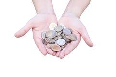 Monedas en las manos aisladas en blanco Foto de archivo