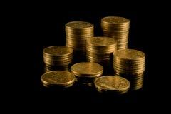 Monedas en un fondo negro Foto de archivo libre de regalías