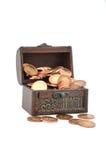 Monedas en un pecho Imágenes de archivo libres de regalías