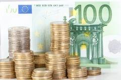 Monedas euro apiladas en fondo euro de los billetes de banco Fotografía de archivo
