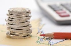 Monedas euro apiladas en la hoja de la tabla Foto de archivo libre de regalías