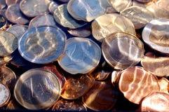 Monedas euro bajo el agua Foto de archivo libre de regalías