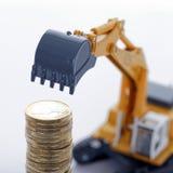 Monedas euro del dinero con el cavador Imagen de archivo libre de regalías