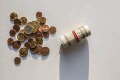 Monedas euro del dinero del dólar de EE. UU. Fotos de archivo libres de regalías
