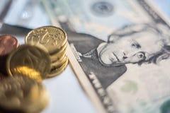 Monedas euro del dinero del dólar de EE. UU. Imagen de archivo libre de regalías