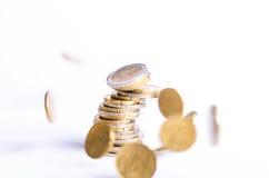 Monedas euro Dinero euro en un fondo blanco Imagen de archivo