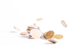 Monedas euro Dinero euro en un fondo blanco Imagenes de archivo