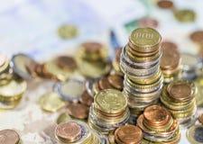 Monedas euro empiladas Fotos de archivo