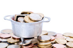 Monedas euro en caldera Foto de archivo