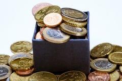 Monedas euro en la caja azul Imagen de archivo libre de regalías