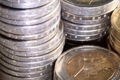 Monedas euro llenadas Imagen de archivo libre de regalías