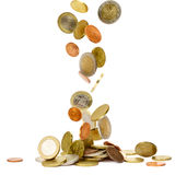 Monedas euro que caen Imágenes de archivo libres de regalías