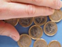 Monedas euro, unión europea sobre azul Fotos de archivo